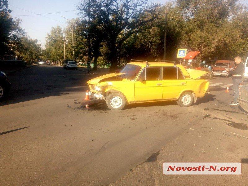 В Николаеве BMW после столкновения с «ВАЗом» врезался в столб, есть пострадавшие (ФОТО)