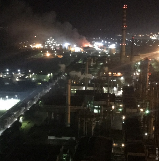 Масштабный пожар под Одессой: загорелся маслозавод, персонал эвакуировали (ФОТО, ВИДЕО)