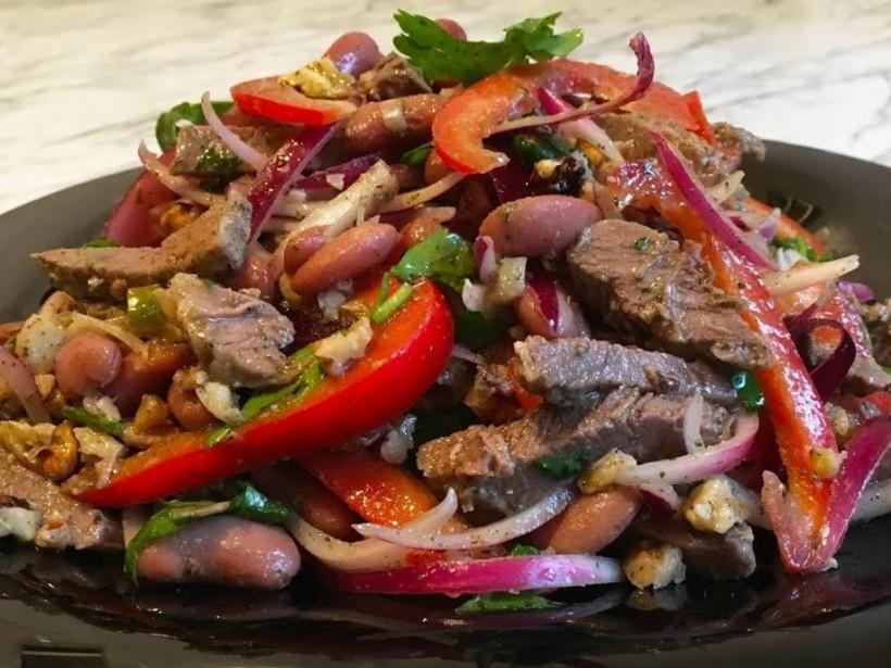 Новогодний рецепт: Праздничный мясной салат с французским акцентом