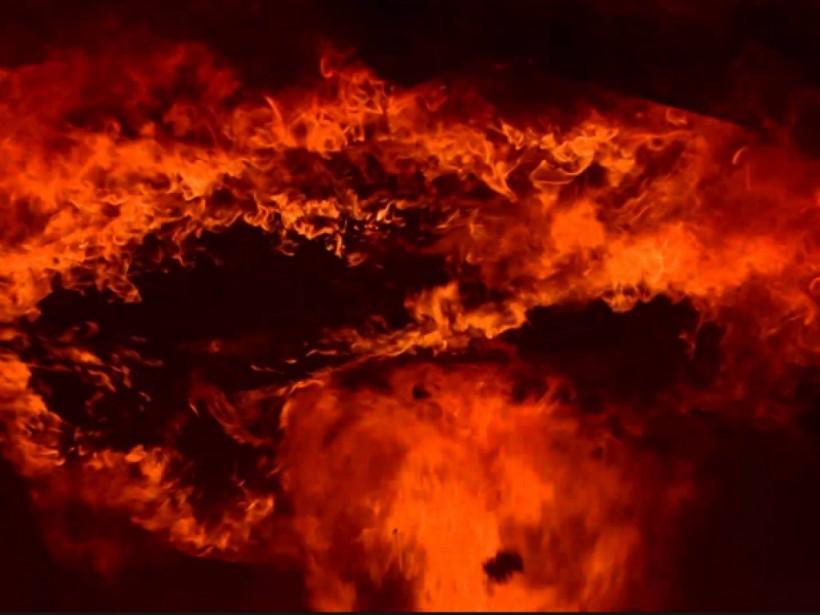 В Киеве на проспекте сгорел автомобиль (ВИДЕО)