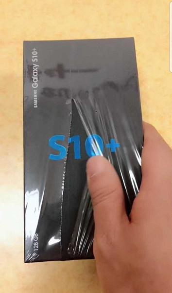 Samsung Galaxy S10: В сеть просочились первые «живые» фото флагмана