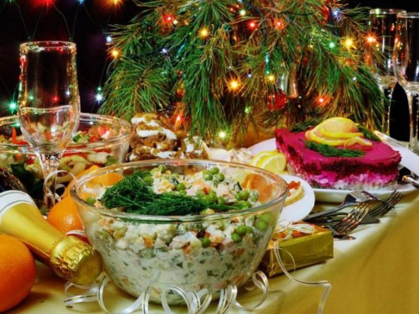Большая часть «праздничных отравлений» происходит из-за салатов - медик
