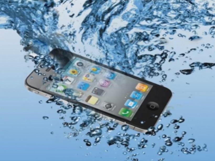 Спортсменка уронила смартфон в ванну и погибла от удара током