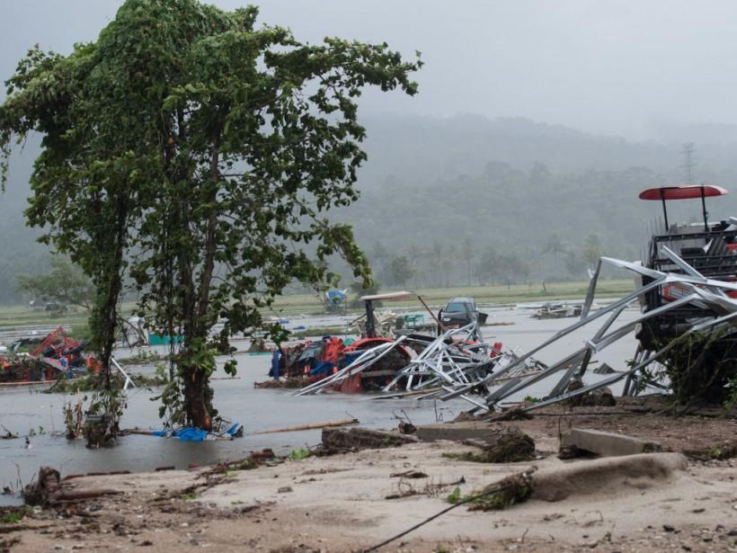 Цунами в Индонезии: число погибших возросло до 429